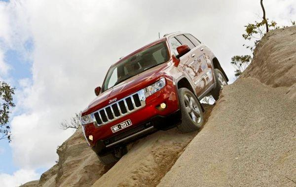 Jeep Grand Cherokee спуск с горы