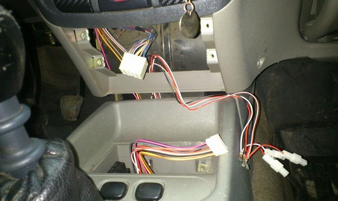 Подключение проводов устройства к разъемам