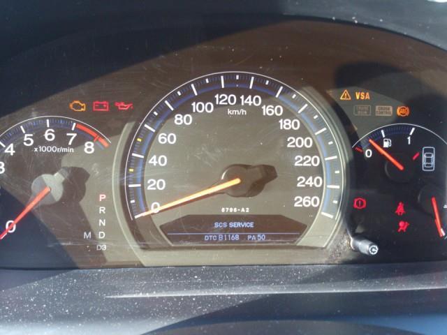 Панель приборов Хонда с включенной лампой и ABS