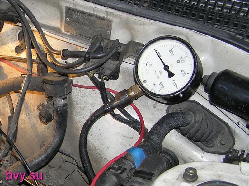 замер давления топлива на автомобиле