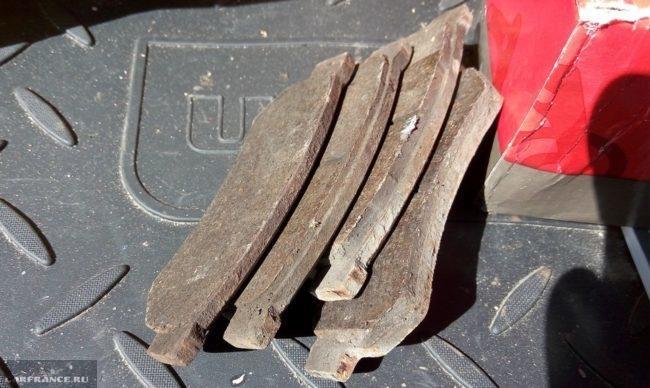 Изношенные тормозные колодки на Шевроле Лачетти