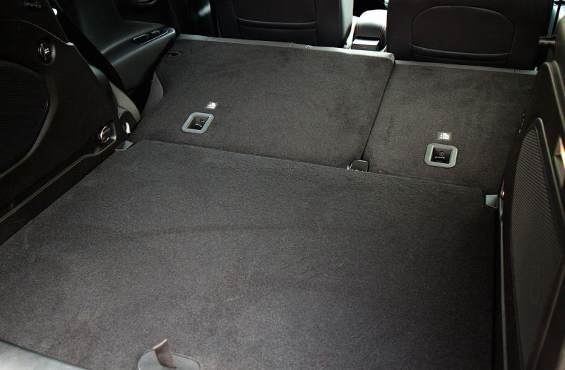 Фото багажного отсека со сложенными сиденьями в авто Jeep Renegade