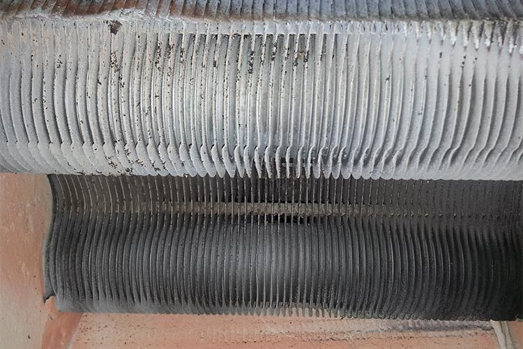 Теплообменник двухконтурного газового котла Ферроли в загрязненном состоянии