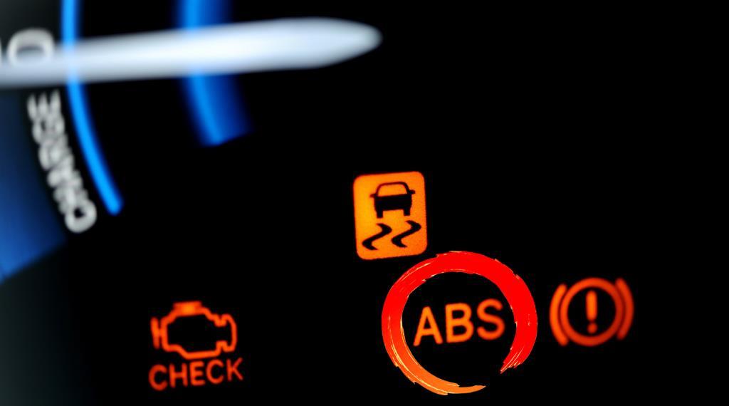 Загорелся ABS: Диагностика неисправности тормозной системы