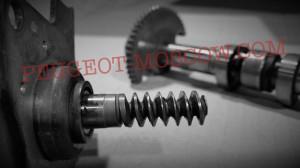 Износ червячного привода мотора подъема клапанов двигателя EP6 Peugeot 308