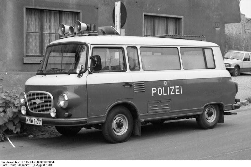 11.-18.8.1991 Bundesland Sachsen-Anhalt Köthen ehemalige VP-Fahrzeuge, Typ Wartburg, Lada, Barkas