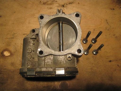 Volvo XC90 2.5L Turbo - Снимаем дроссельную заслонку. Шаг 6