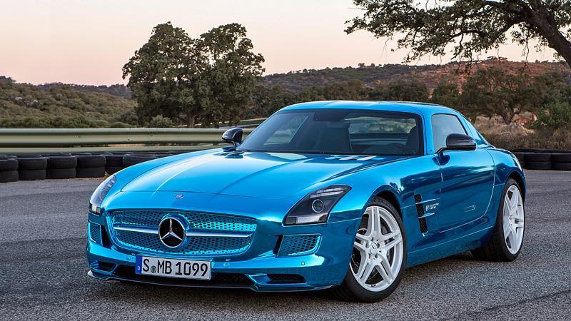 Автомобиль Mercedes шикарного цвета