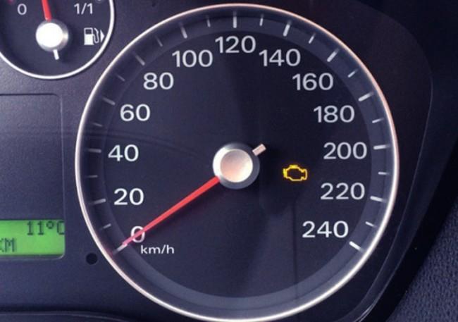 Значок «Проверьте двигатель» на панели Форд Фокус 2