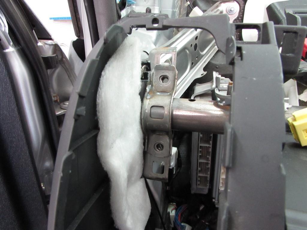 Toyota Prius 20 - не прикрученная труба
