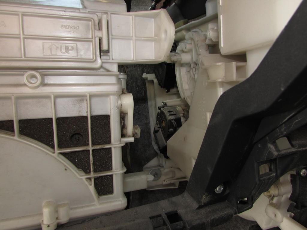 Toyota Prius 20 - снимаем серво-привода