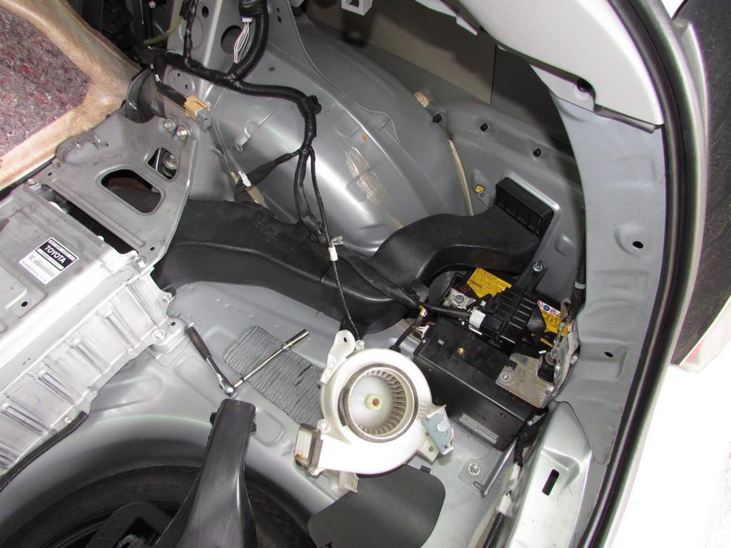 Toyota Prius 20 - вентилятор ВВБ