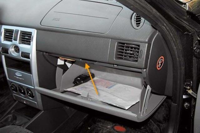 Разъем для проведения самостоятельной диагностики автомобиля ВАЗ Приора