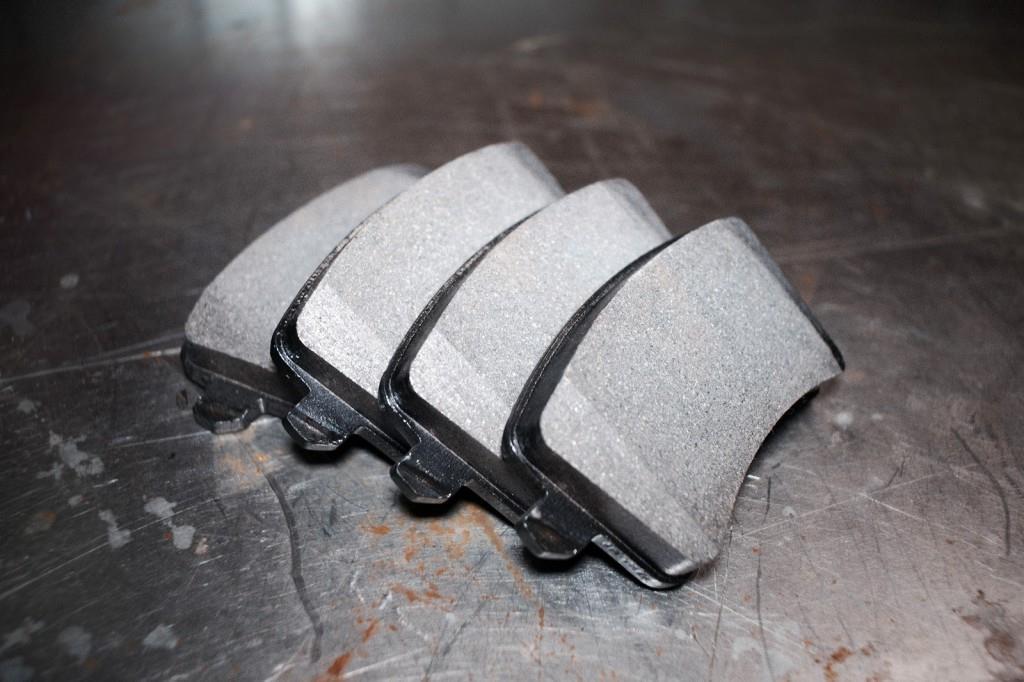 Комплект новых тормозных колодок Ауди Q5