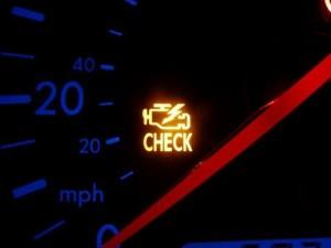Фото индикатора CHECK ENGINE на приборной доске, howcarworks.ru