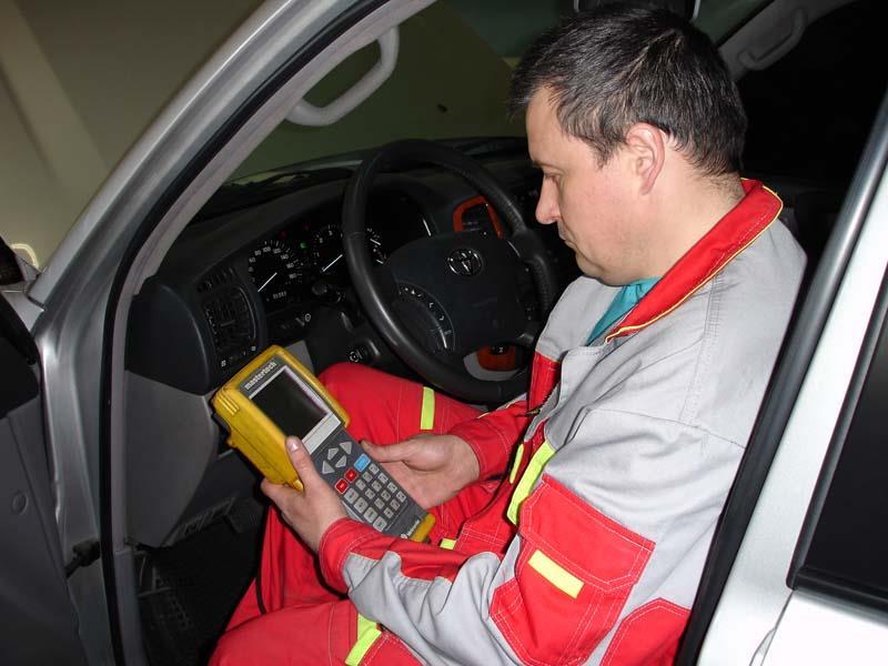 Проверка авто на ошибки с помощью специального диагностического оборудования