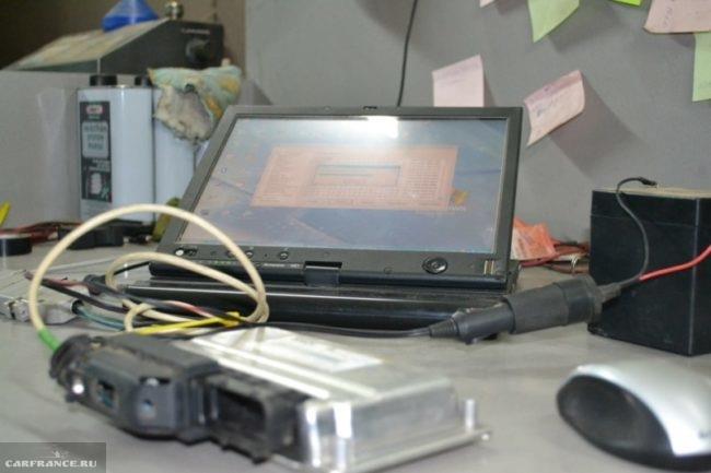 ЭБУ ВАЗ-2112 подключенный к ноутбуку