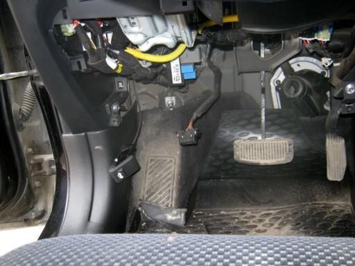 Hyundai Tucson 2.0L G4GC - Расположение блока управления двигателем