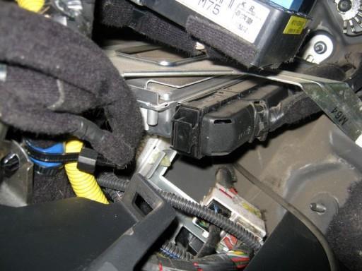 Hyundai Tucson 2.0L G4GC - Расположение ЭБУ двигателя Simk43