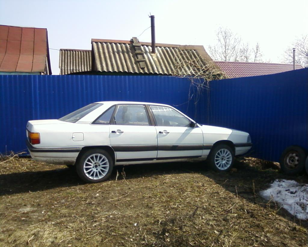 Audi 100 г.1988 1.8 бензин