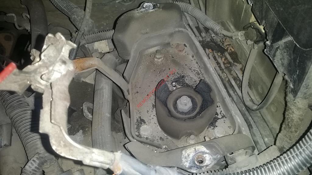 порвалась подушка двигателя