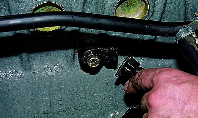 Фото датчика детонации Приоры
