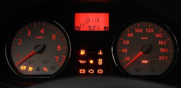 Renault Sandero 2014 приборная доска