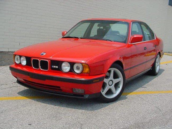 Современный автомобиль BMW