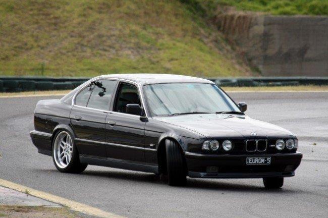 Автомобиль BMW с полным приводом